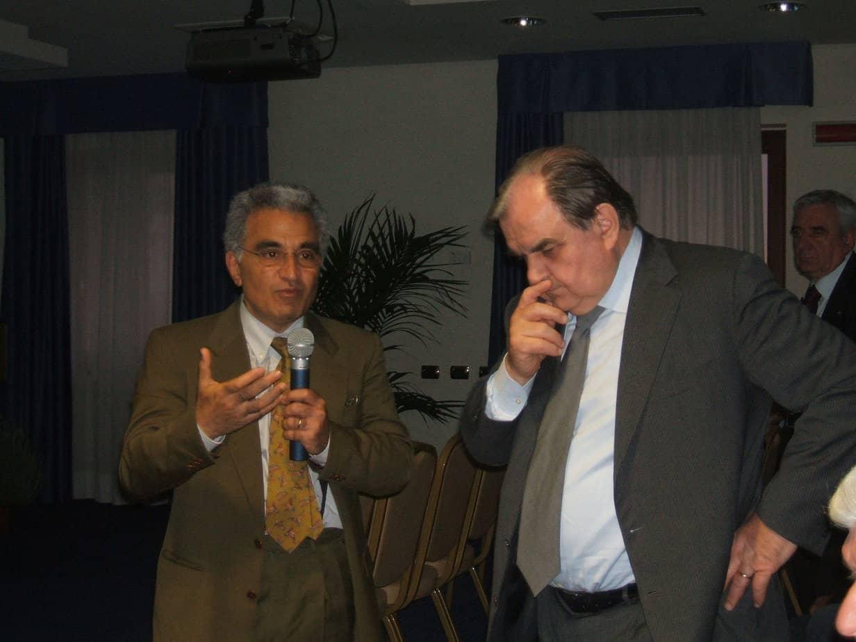 il-dott-vincenzo-artale-dellenea-e-il-prof-franco-prodi-discutonodurante-la-seduta-plenaria
